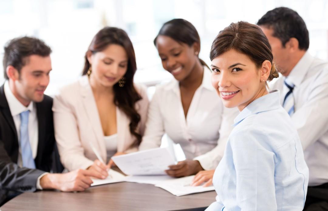 Colleghi affiatati, gruppo di lavoro e consulenza aziende
